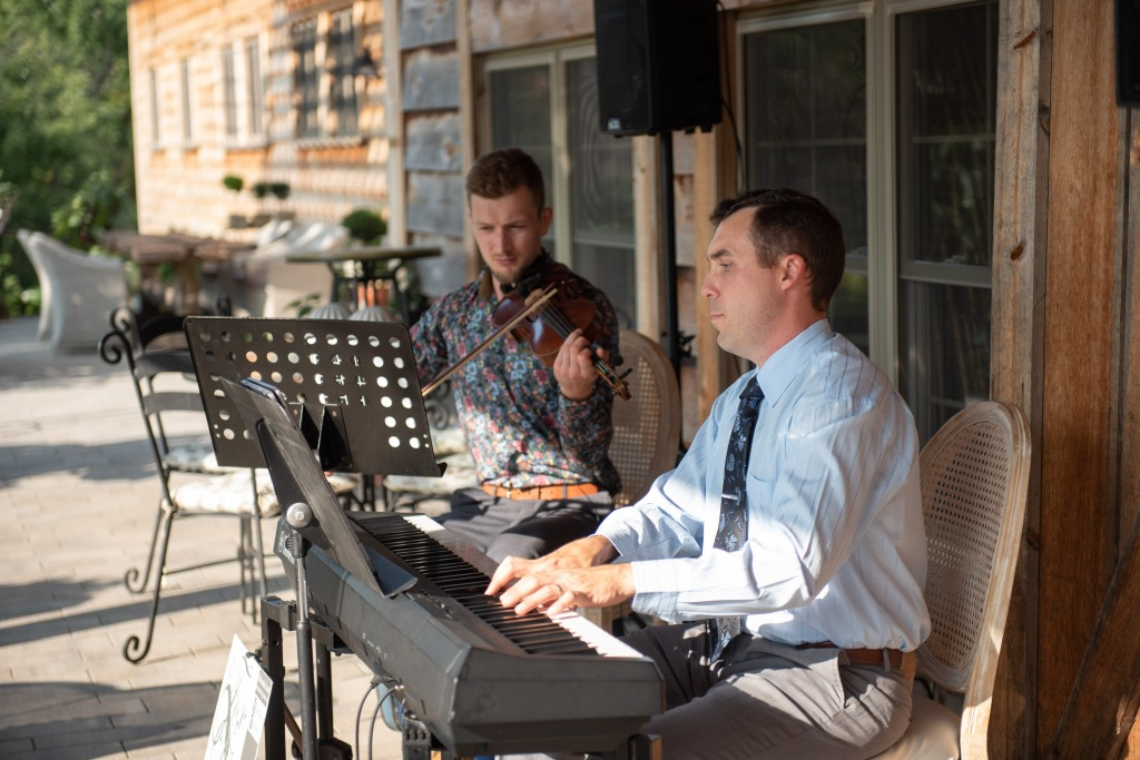The Fox Duo performing at Stonewall Estates pop up wedding