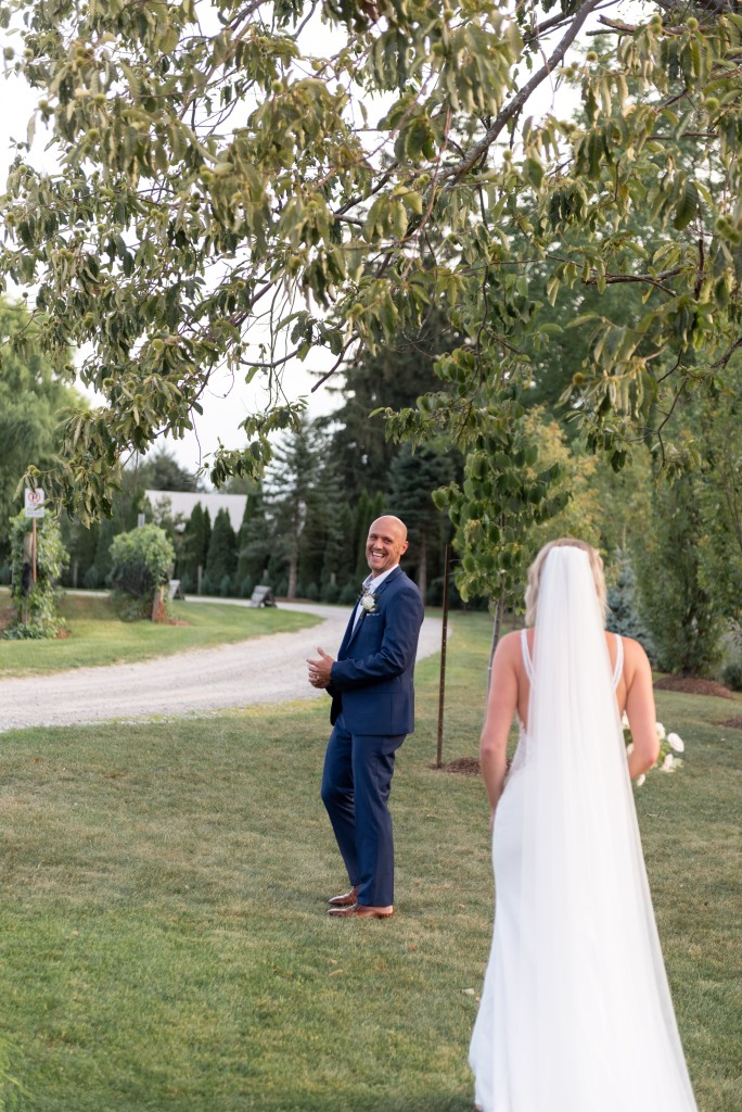 groom seeing his bride for the first time at Stonewall Estates in Niagara