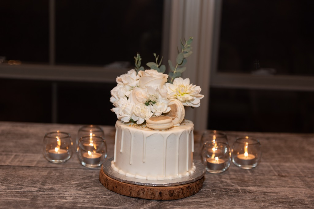 Mini cake by Cake House Niagara for Stonewall Estates Pop Up Wedding
