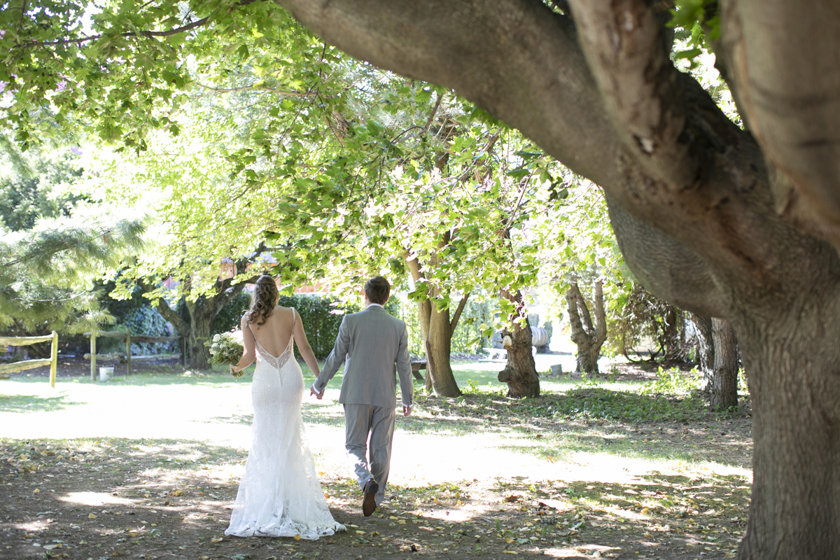 Bride and groom walk grounds at Honsberger Estate in St. Catharines