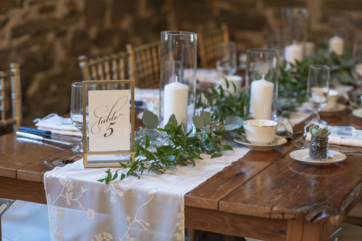 Guest table in white and green