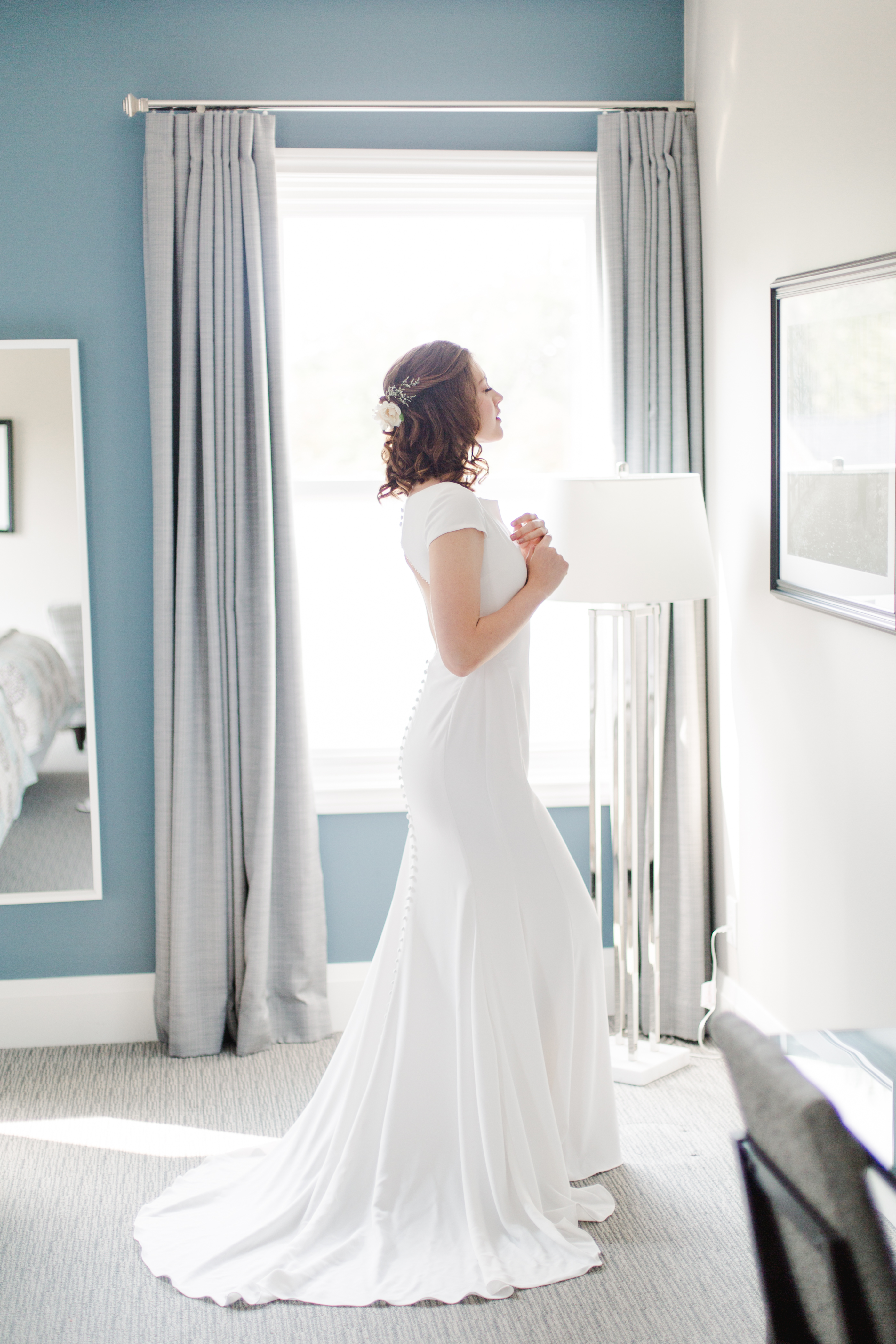 Bride before the wedding in a suite at The Gate House in Niagara-on-the-Lake