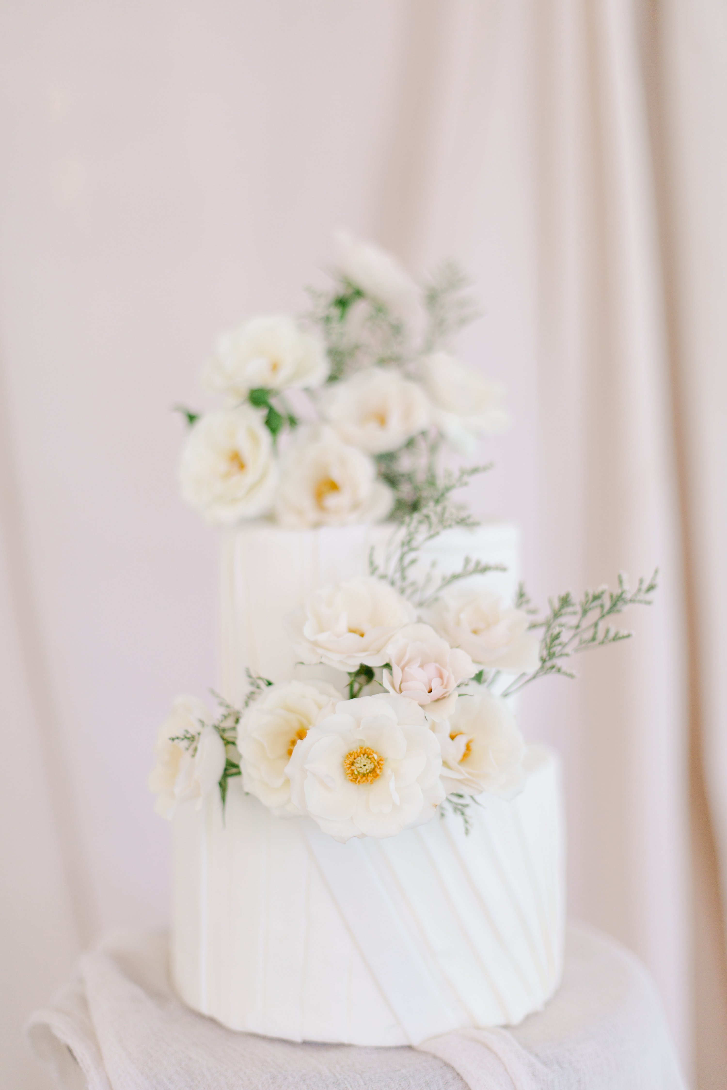 White wedding cake by Cake House Niagara